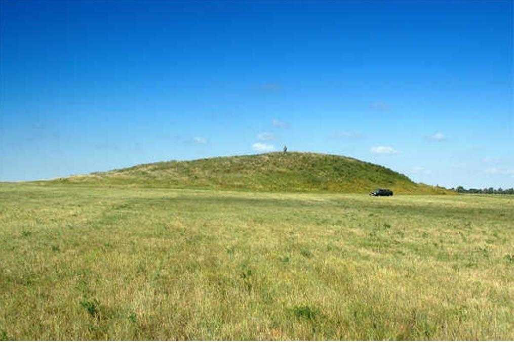 Antiguo túmulo funerario (kurgan) situado en Rusia (Public Domain)