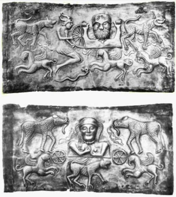 Las placas 'dios-padre' (arriba) y 'dios-madre' (abajo). (Autor proporcionado)