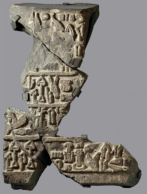 Ejemplo del idioma luviano, descubierto en una excavación cercana. (Instituto Oriental)