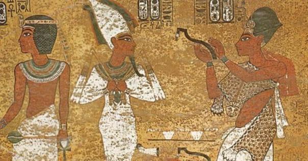 Portada - Ay como 'sacerdote sem' en la tumba del rey Tutankamón. Obsérvese la piel de leopardo, un ejemplo del Imiut. (Lucas/CC BY NC SA 2.0)