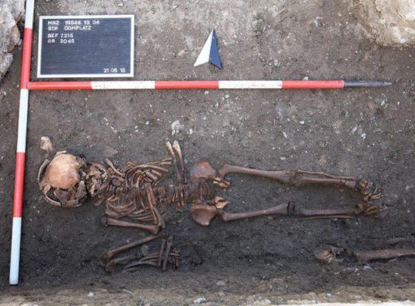 Portada-La sífilis se encontraba muy extendida en Centroeuropa incluso antes del viaje de Colón a América, según los científicos, lo que sugiere que no se puede culpar a Colón de haber introducido la enfermedad en Europa. Fotografía cortesía de la Universidad Médica de Viena.