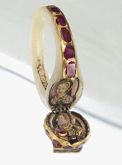 Imagen representativa de un anillo-medallón que perteneció a la Reina Isabel I de Inglaterra. Wikimedia Commons