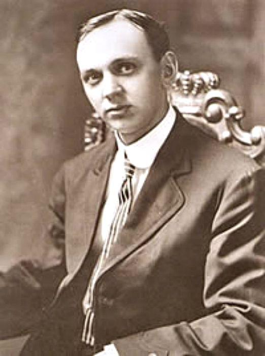 Retrato de Edgar Cayce en 1910. Cayce aseguraba haber vivido en la Atlántida 15.000 años atrás y haber enterrado muy cerca de la Gran Esfinge los archivos más importantes de aquella civilización cuando fue destruida. (Wikimedia Commons)