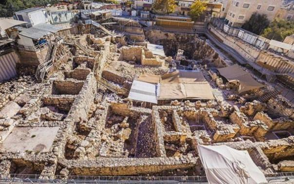 Excavaciones en el estacionamiento de Givati en la ciudad de David, donde se hicieron los descubrimientos. (Kobi Harati)