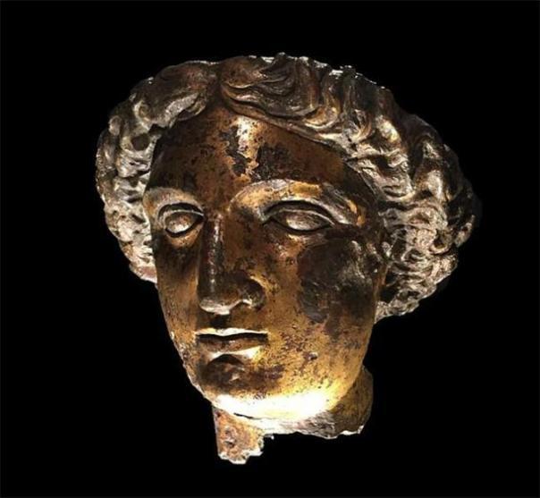 Jefe de Minerva Sulis de los baños romanos en Bath. (Hchc2009 / CC BY SA 4.0) Los romanos asociaron a la diosa celta Sulis con su propia Minerva y construyeron un templo en Bath para adorarla.