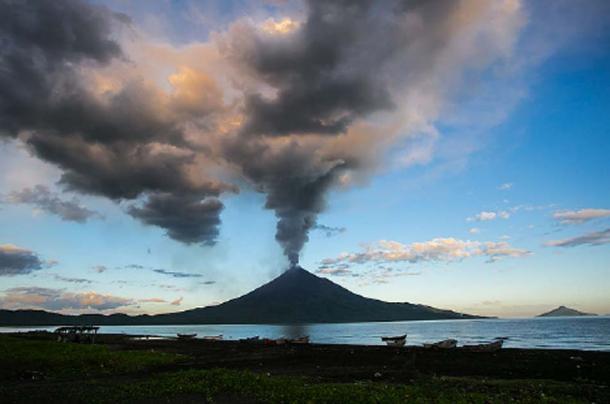 Erupción de Momotombo, foto capturada en 2015 (Mejia, J / CC BY 2.0)