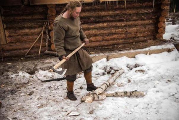 Pavel Sapozhnikov dijo que su hacha era su herramienta más importante. (Homestead Basics)