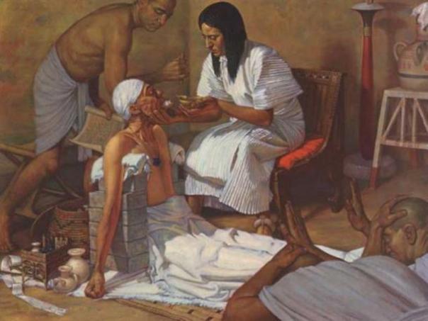 Un antiguo médico y paciente egipcio. (Crystalinks)