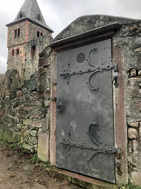 Porte du château de Frankenstein (Kim Warden / Adobe Stock)