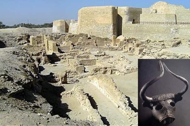 Las ruinas de la fortaleza de Bahrein y lo que puede ser la ubicación de la antigua capital de la civilización Dilmun.
