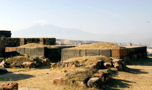 Urartio templo Susi en la Fortaleza de Erebuni.