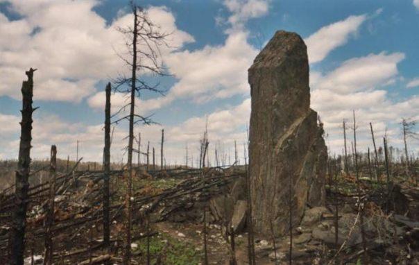 La exploración de los megalitos de la roca magnética