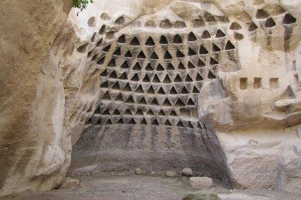 Hirbat Midras, en la reserva natural de Adulam Grove en Israel, parte de lo que el geólogo Dr. Alexander Koltypin plantea la hipótesis de ser un enorme complejo de estructuras subterráneas prehistóricos que se extienden a través del Mediterráneo.