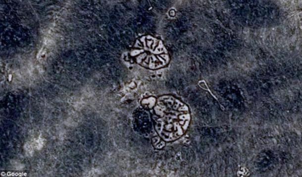 """I due """"ruote"""" del Deserto Nero che sono stati creati 8.500 anni fa."""