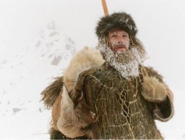 El actor Mark Noble juega Ötzi en el programa de televisión 2005 'The Iceman asesinato.'