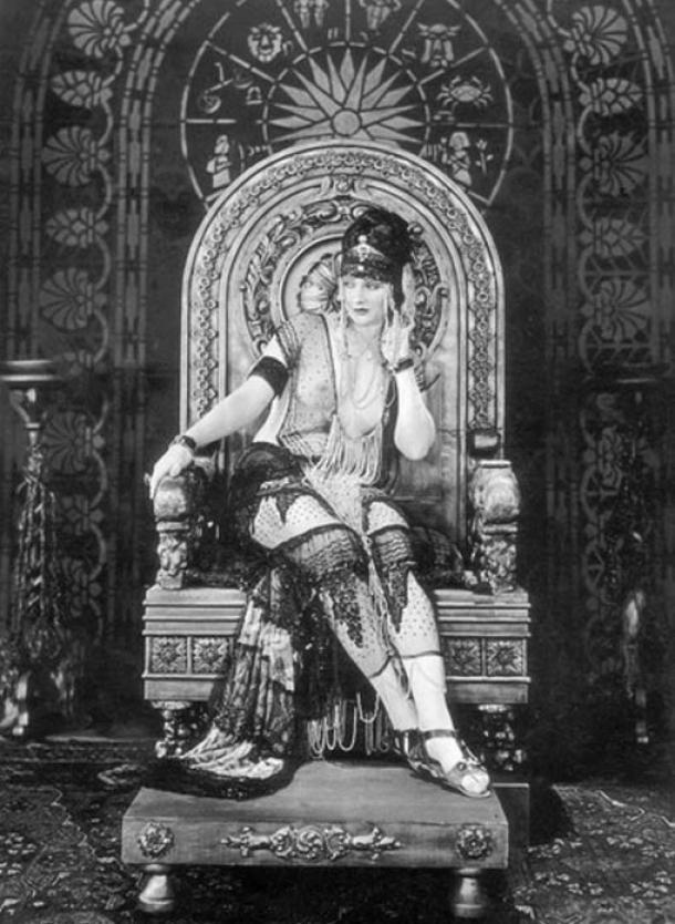 Actress Betty Blythe as the queen in The Queen of Sheba (1921)