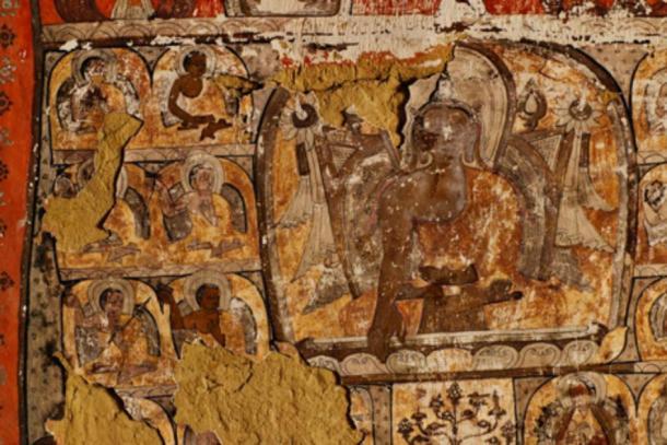 Murales buddisti sono stati trovati in alcune delle grotte.