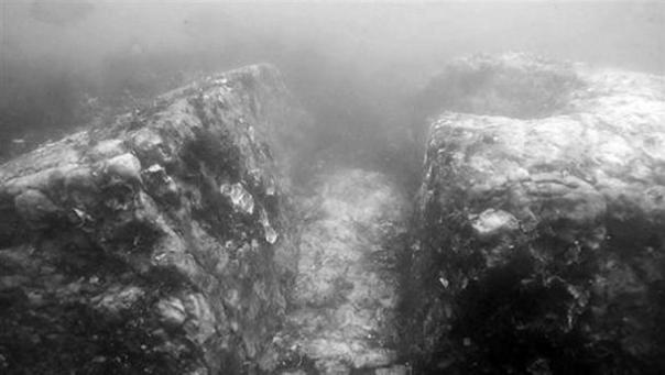 Corredor adoquines encuentran bajo el agua en el sitio.