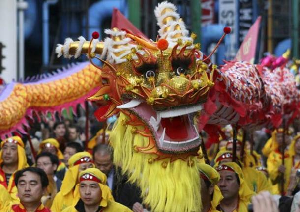 Танець дракона на китайський Новий рік.
