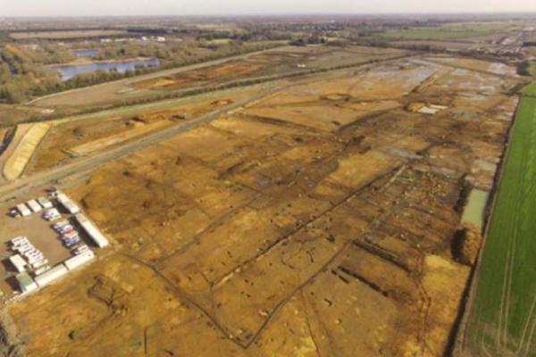 Excavating a Roman trade distribution centre on the A14 Cambridge to Huntingdon scheme.