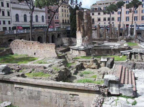 Largo di Torre Argentina en Roma.