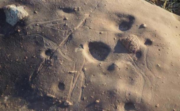 Guarda da vicino e la debole incisione di un'antilope emerge dalla roccia qui. (Dr. Matthew Huber / Università dello Stato libero)