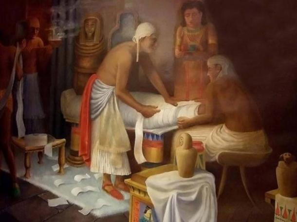 Murale della preparazione della mummia egiziana al Museo Egizio Rosacrociano