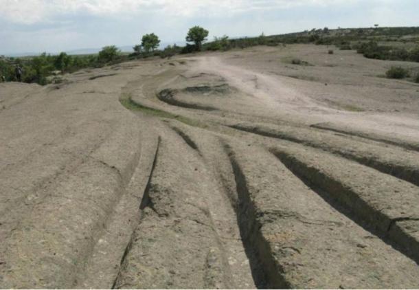 Таємничі древні сліди розтинають ландшафт у Фригійській долині Туреччини.  Що правда про те, хто і як зробив ці треки?