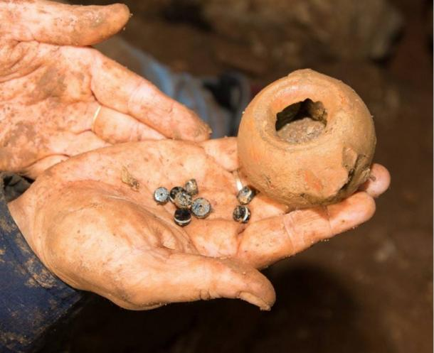 Pottery and jewelry dating to 2,300 years ago has been discovered in a cave in northern Israel.