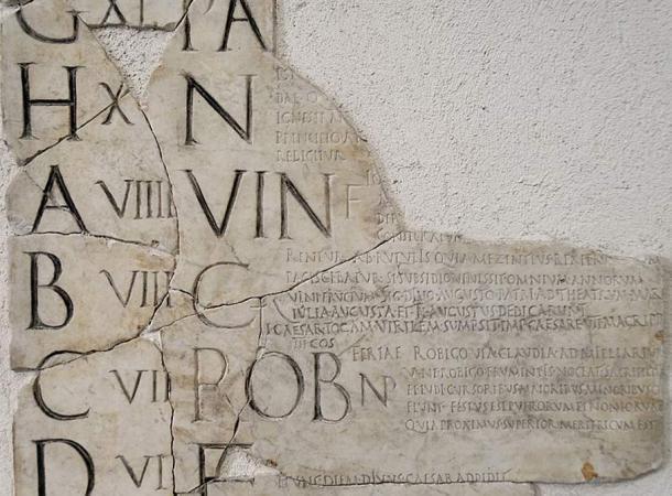 Esempio di un calendario pre-Julian romano chiamato il 'Fasti Praenestini.