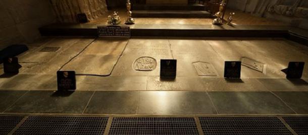 Надгробки сім'ї Шекспіра.
