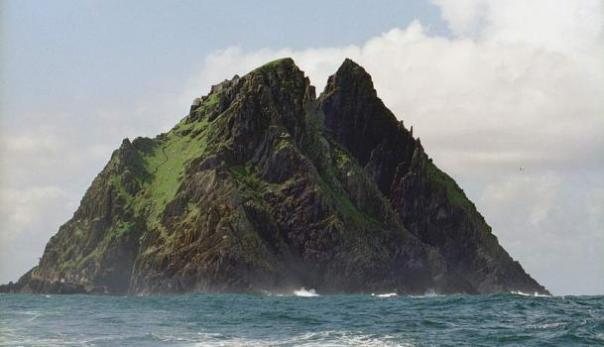 El majestuoso y aislada Skellig Michael en la costa de Irlanda.