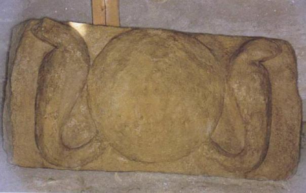 Símbolo de Amón Ra encontró dentro de la tumba, el sol con las cobras