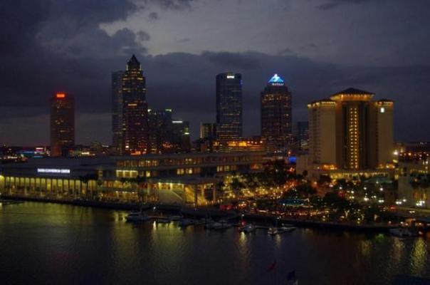 Observaciones del Dr. Santilli se hicieron sobre la Bahía de Tampa en Florida.