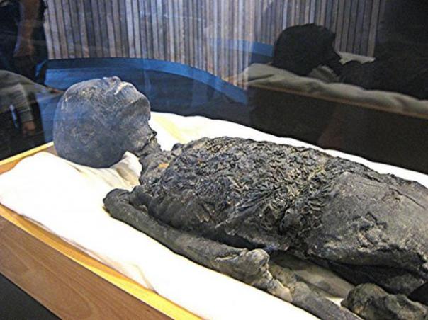 Momia de Tutankhamun Réplica, parte superior del cuerpo y la cabeza.