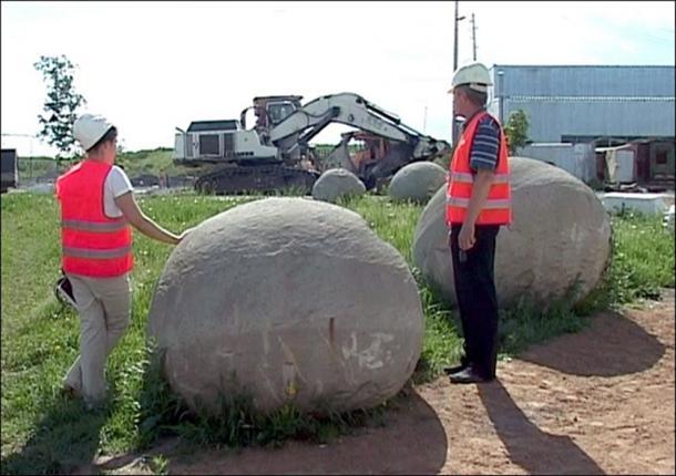 Le sfere sono formate da un processo naturale paragonato alla formazione di perle.