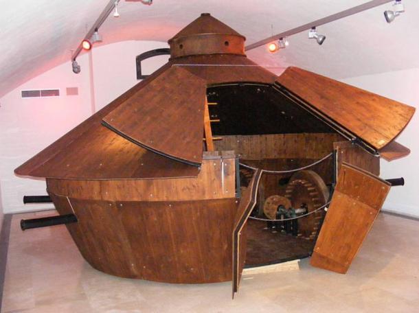 """Modello del veicolo corazzato di da Vinci basa su i suoi schizzi. Mostra itinerante """"Leonardo da Vinci il genio e le INVENZIONI"""" presso il Palazzo della Cancelleria"""