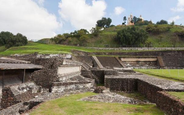 Una sección excavada de la Gran Pirámide de Cholula, Puebla, México.