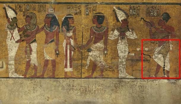 Scansioni della parete nord della camera funeraria del re Tutankhamon hanno rivelato caratteristiche sotto l'intonaco decorato finemente (evidenziata) un ricercatore ritiene possa essere una porta nascosta, forse per la camera sepolcrale di Nefertiti.  Credit: Factum Arte.