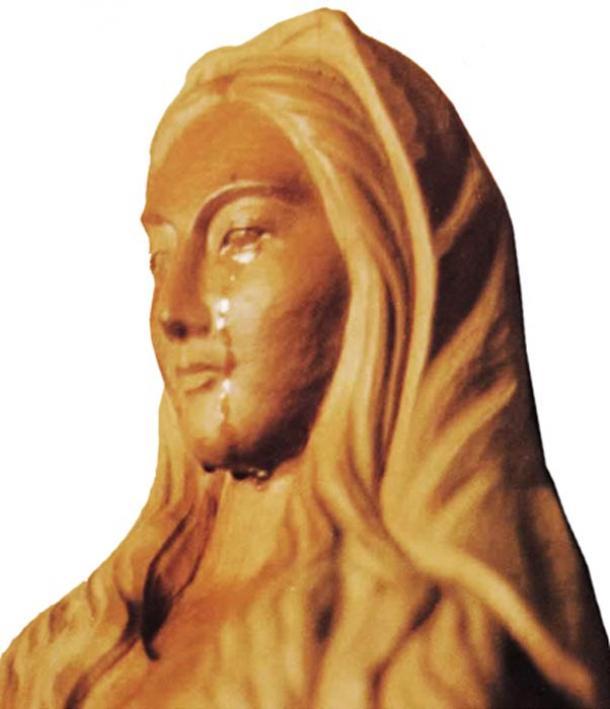 Notre-Dame d'Akita en pleurs.