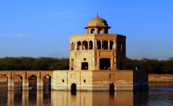 Ejemplo de un pabellón del agua era de Mughal
