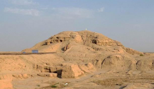 La ziggourat du temple blanc à Uruk est un exemple de ziggourat simple de l'ancien Sumer.  Son but était de rapprocher le temple des cieux.