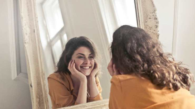 Vastu Tips for Wealth Placement of Mirrors