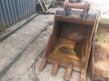 Digger bucket 900mm , 80mm pins