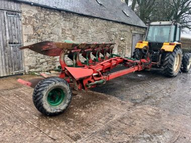 Kverneland 5 furrow semi mounted plough