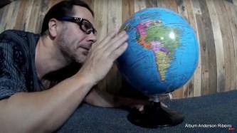 2020 - Cena do clipe de Parem de Acabar com o mundo!
