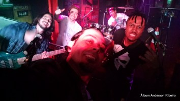 Com a Drops 80 no berimbau Rock Bar
