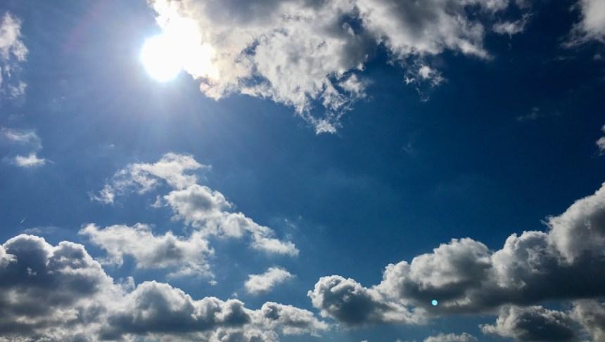 Sonne, Himmel und Wolken