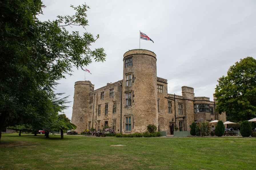 Walworth castle, wedding
