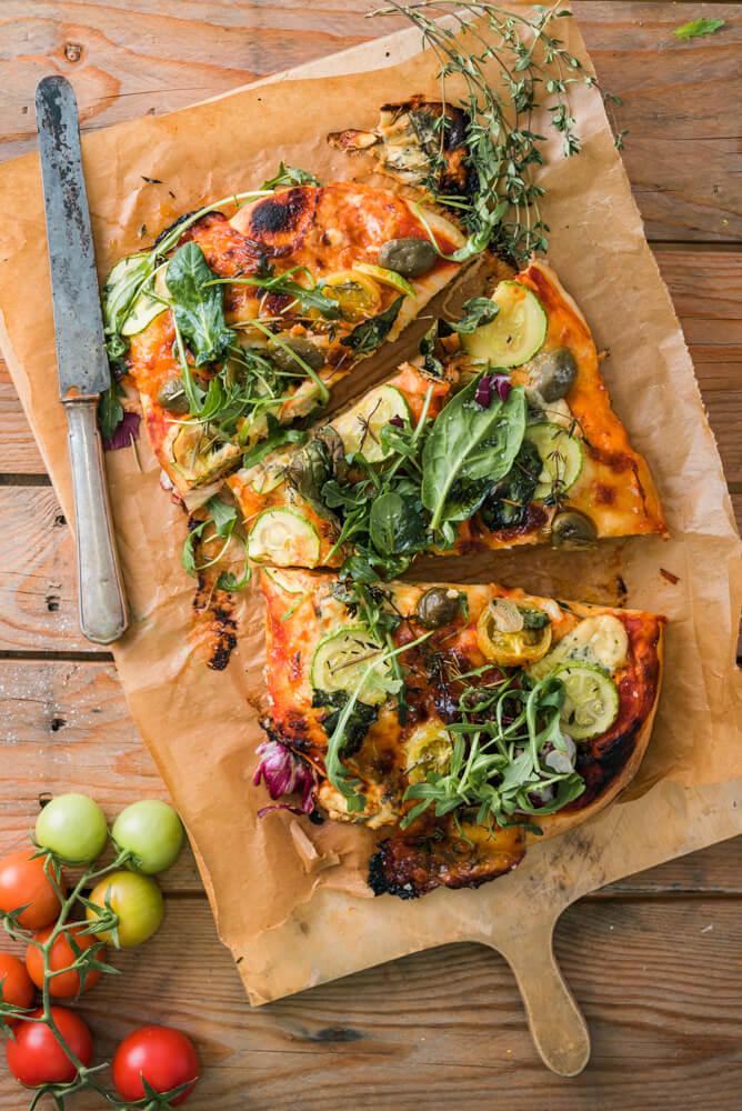 pizza vegetariana cu dovlecei si spanac